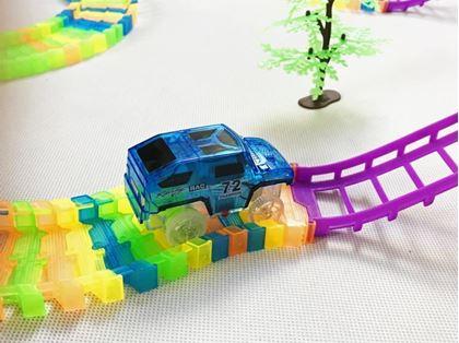 Obrázek z Dvoupatrová autodráha s autíčkem